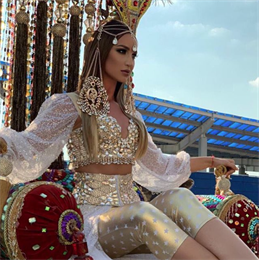 Восточная принцесса: Бузова прибыла на премию МУЗ-ТВ на верблюде