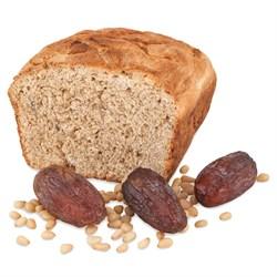 Гречневый хлеб на верблюжьем молоке с финиками и кедровыми орехами